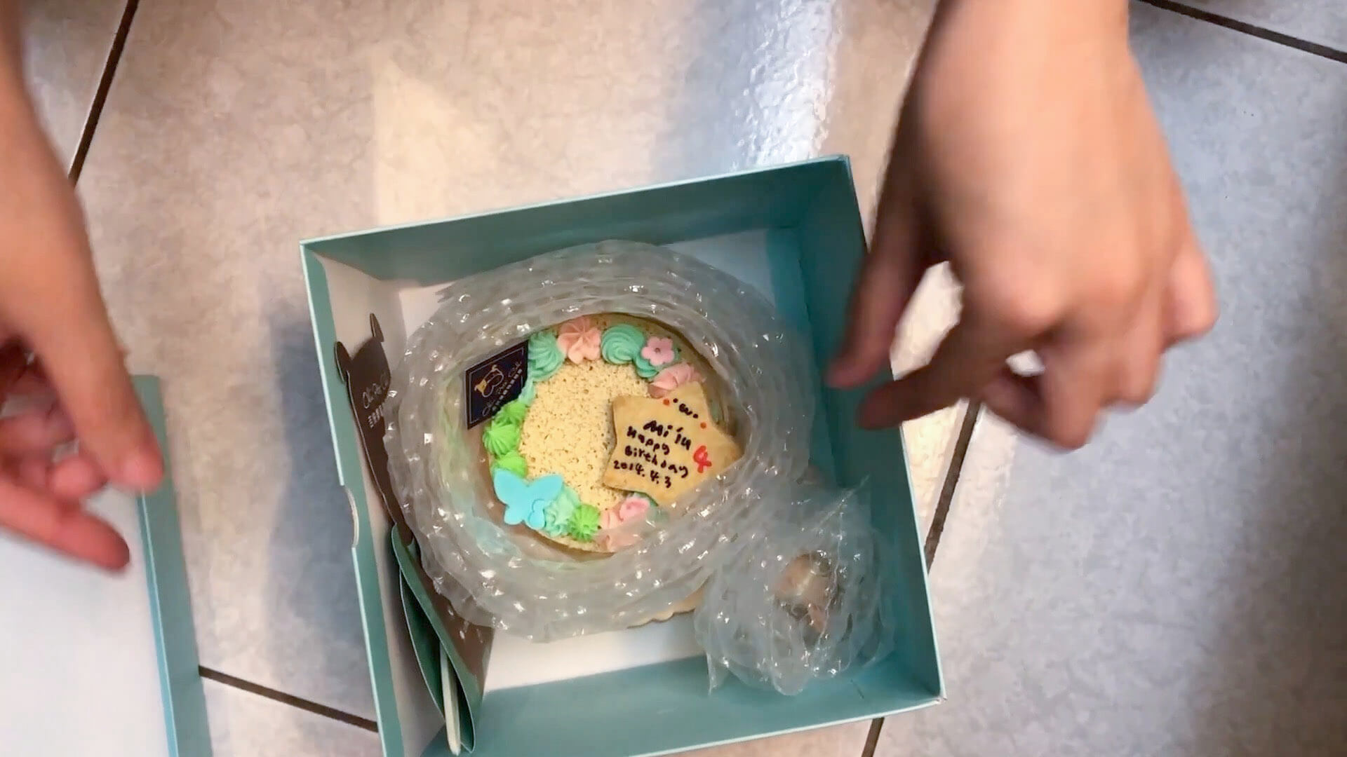 泡綿包覆好的蛋糕
