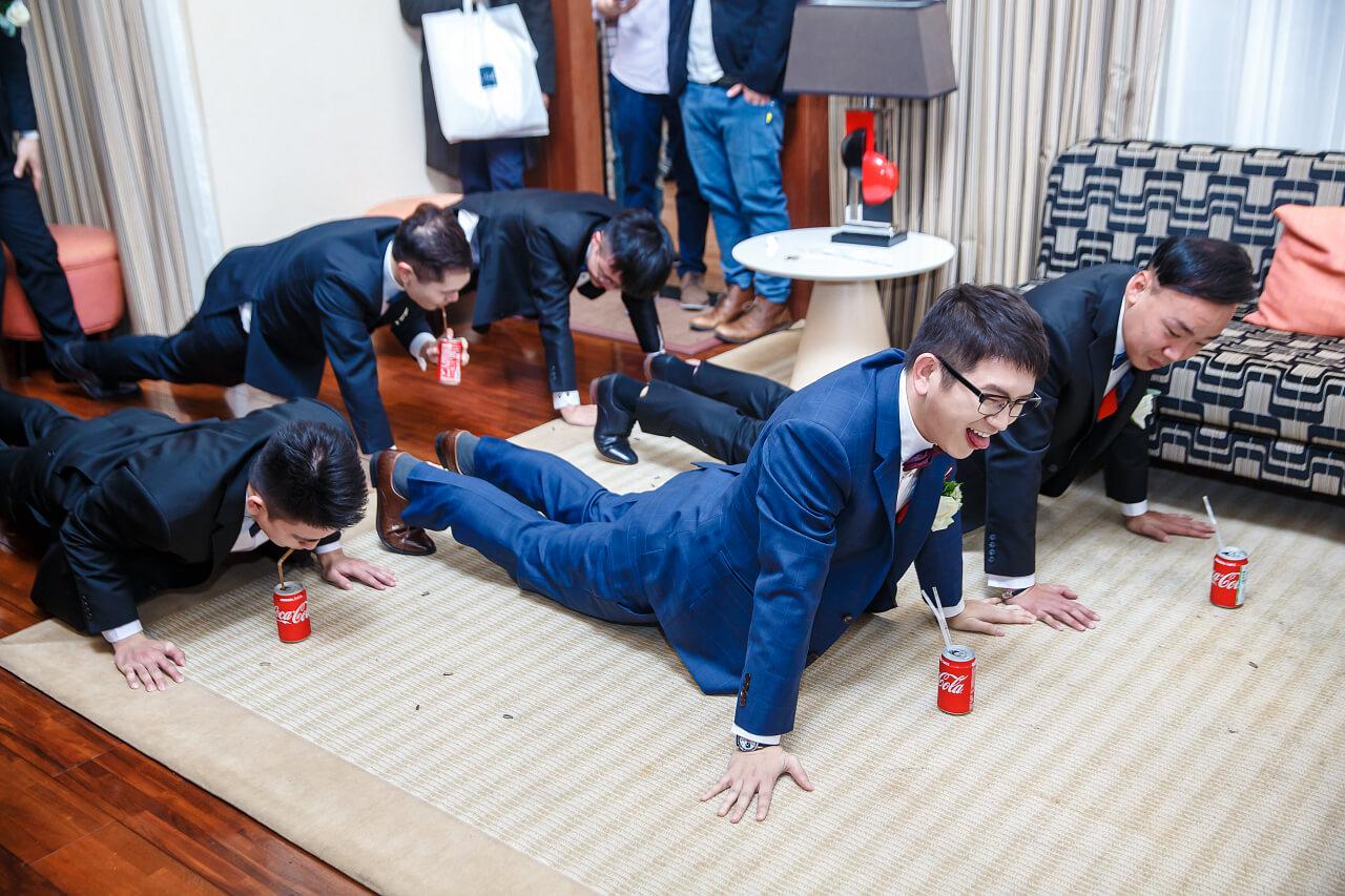 伏地挺身喝可樂3
