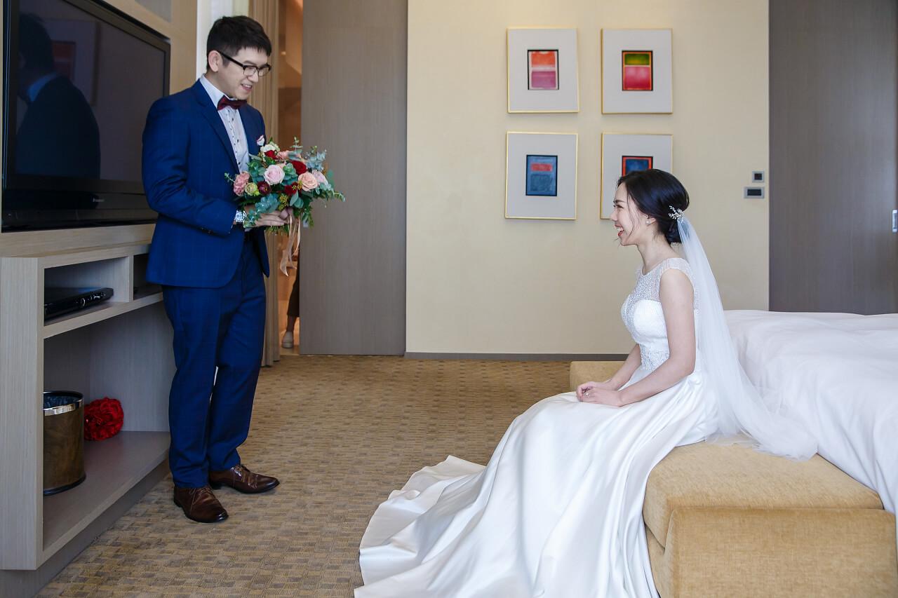 新郎進新娘房