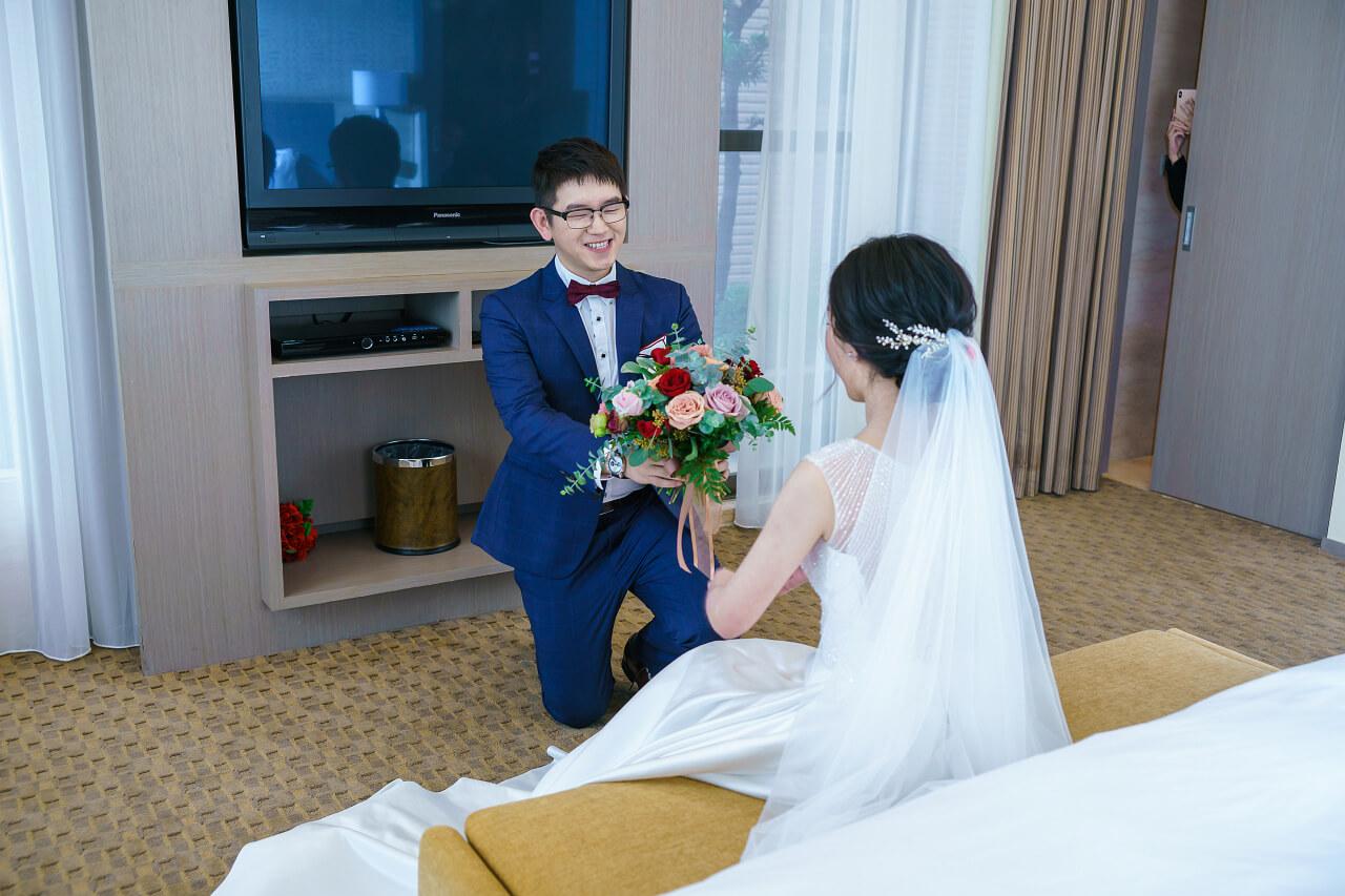 新郎進新娘房2