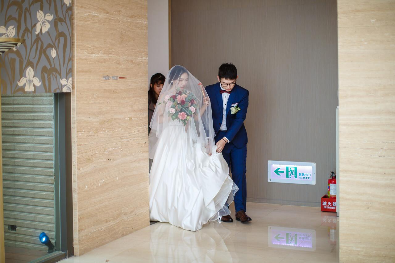 迎娶離開新娘房
