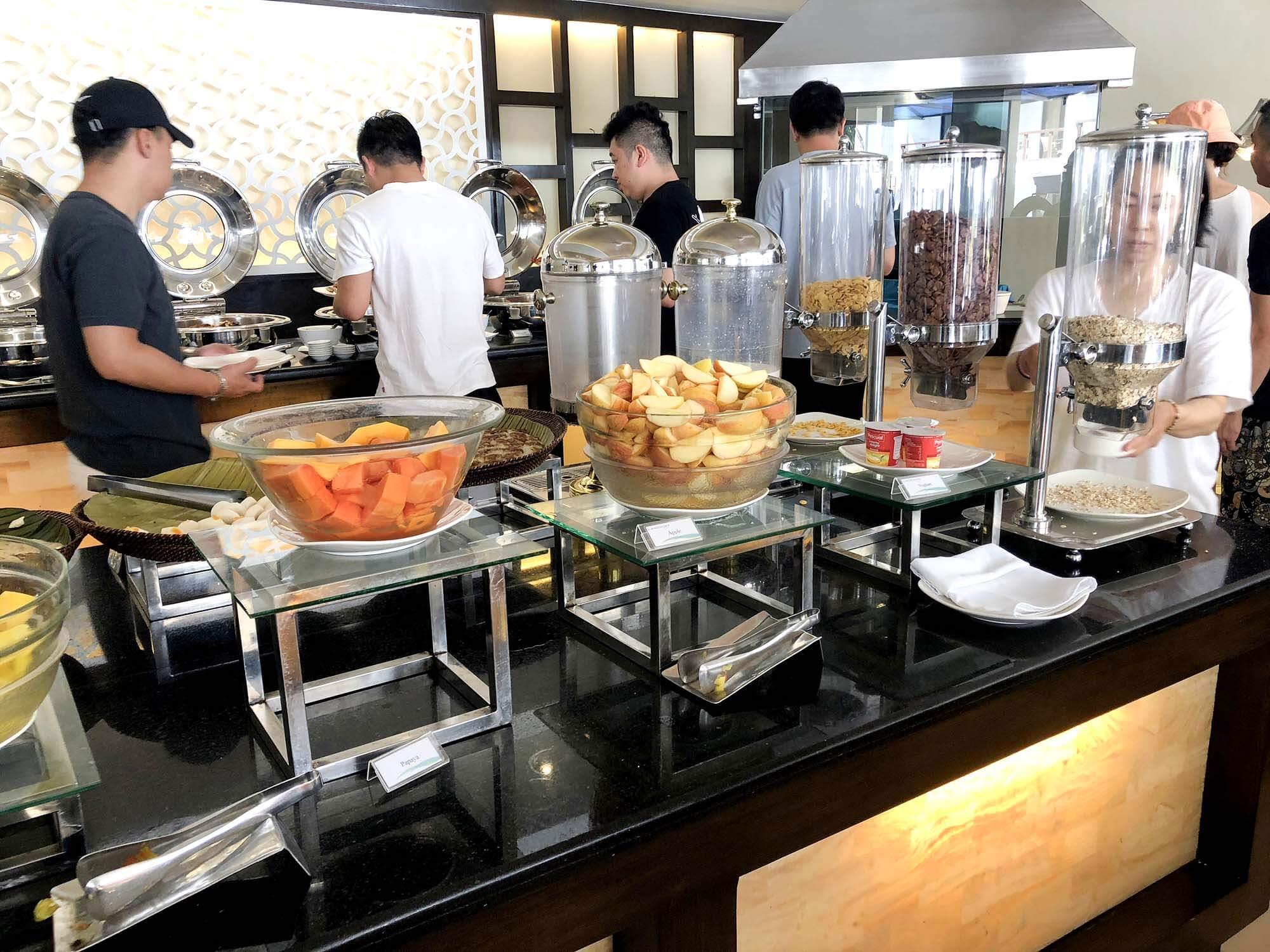 HenannLagoon早餐水果區