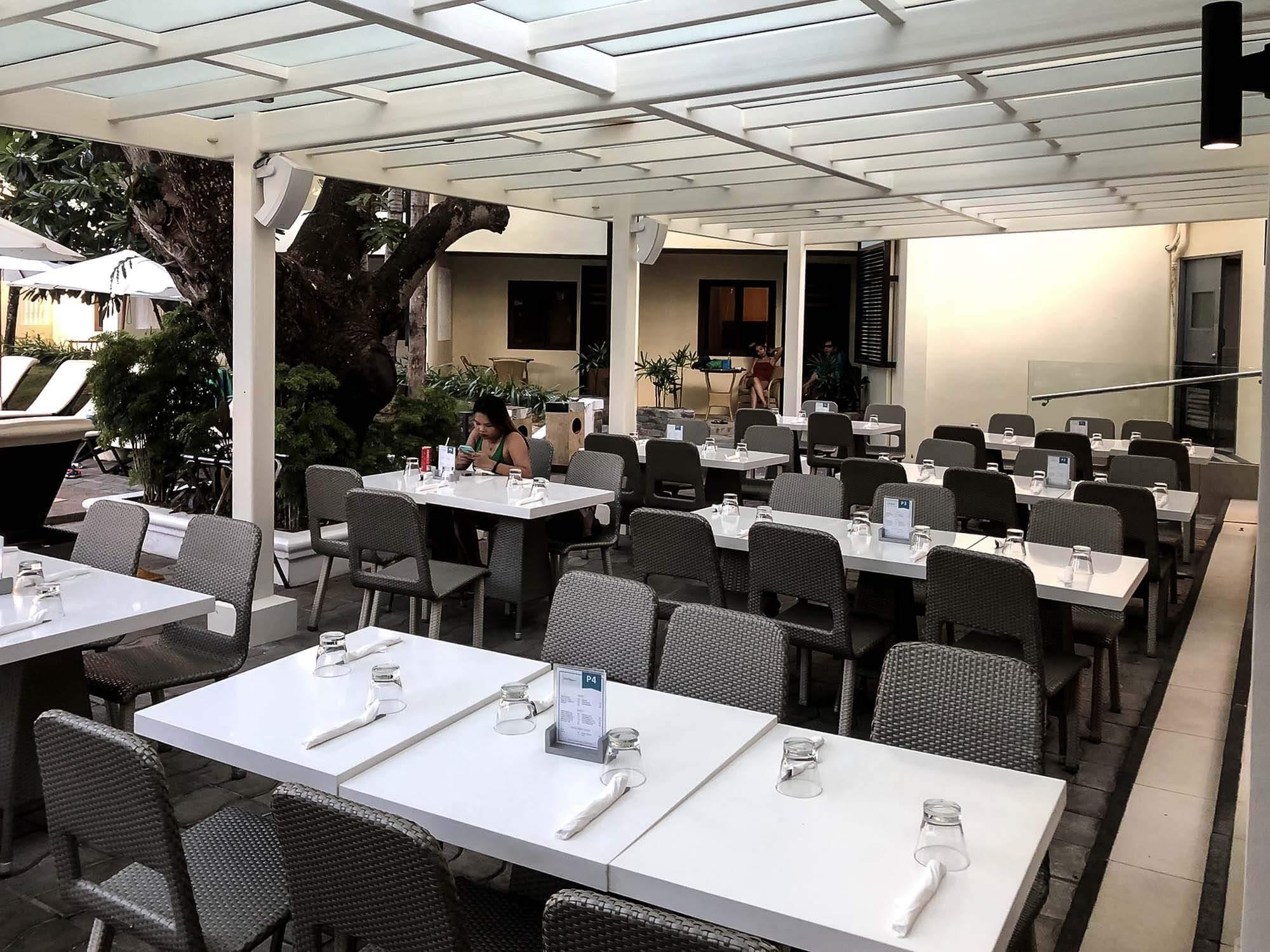 Seabreezecafe靠近飯店內部1