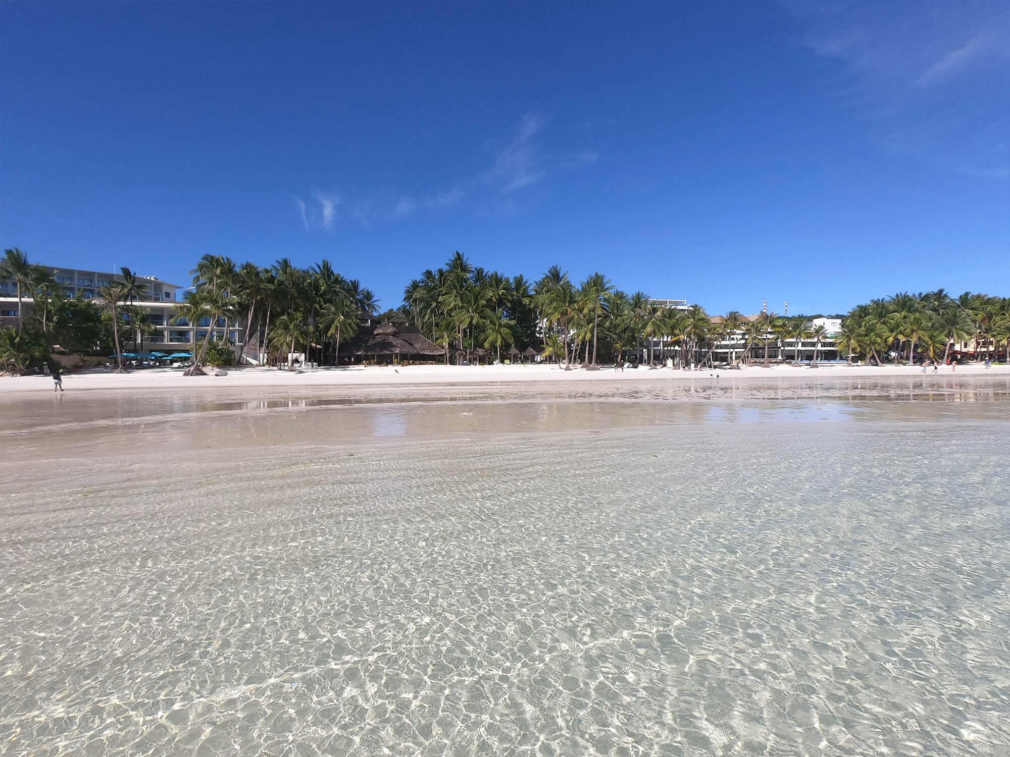 s1沙灘往岸上看
