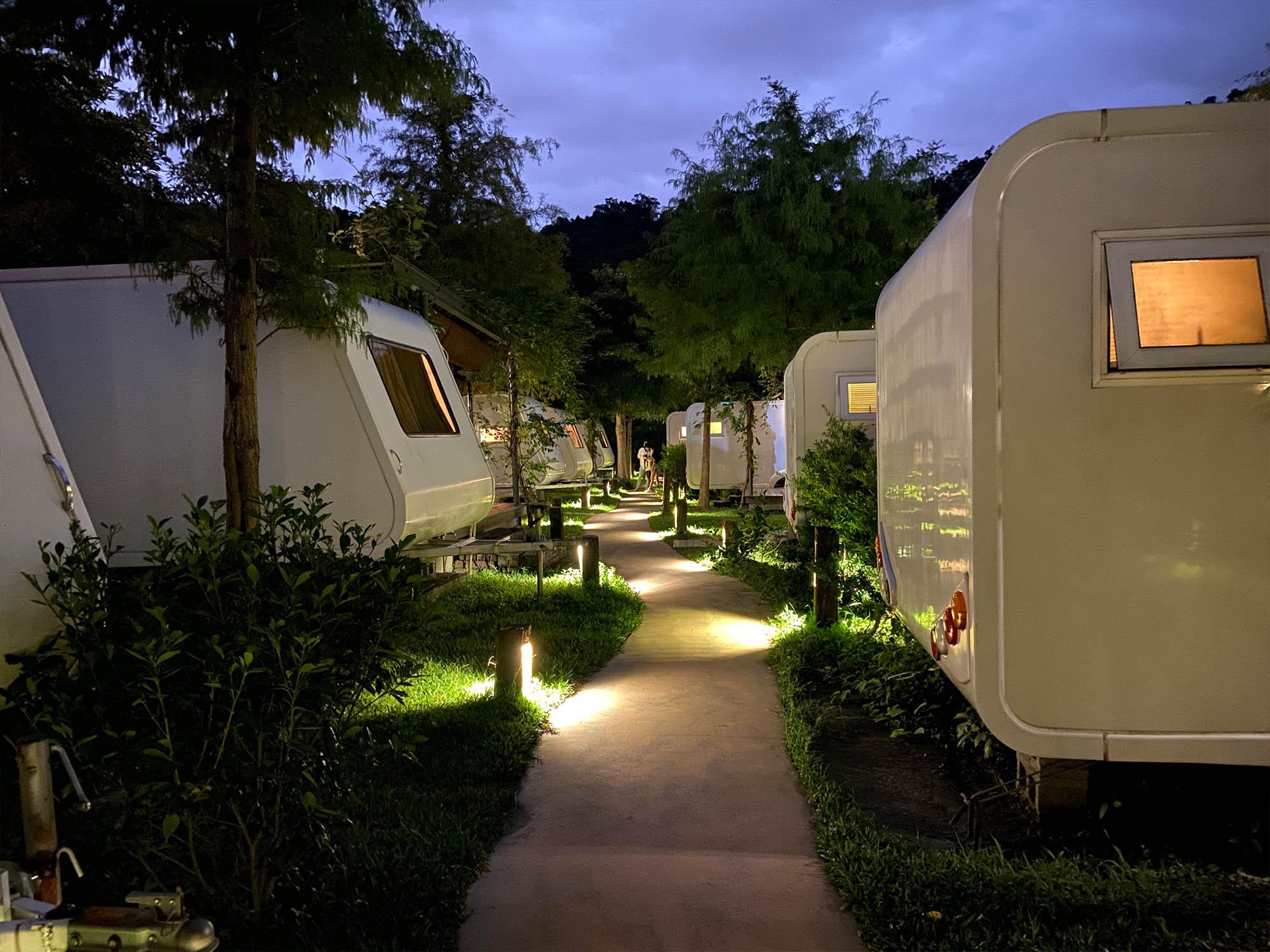 天ㄟ露營車晚上