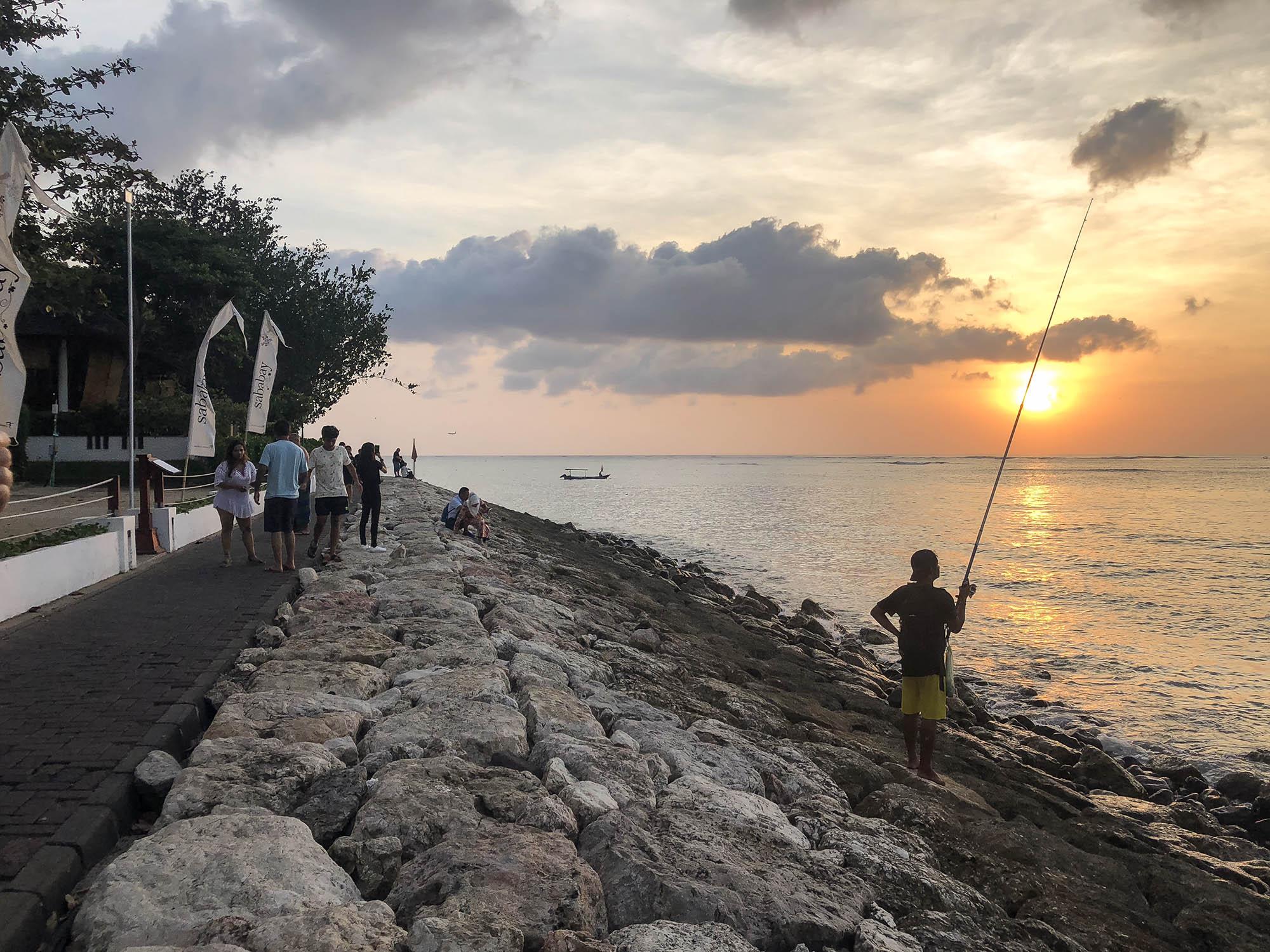 峇里島庫塔海濱人行道