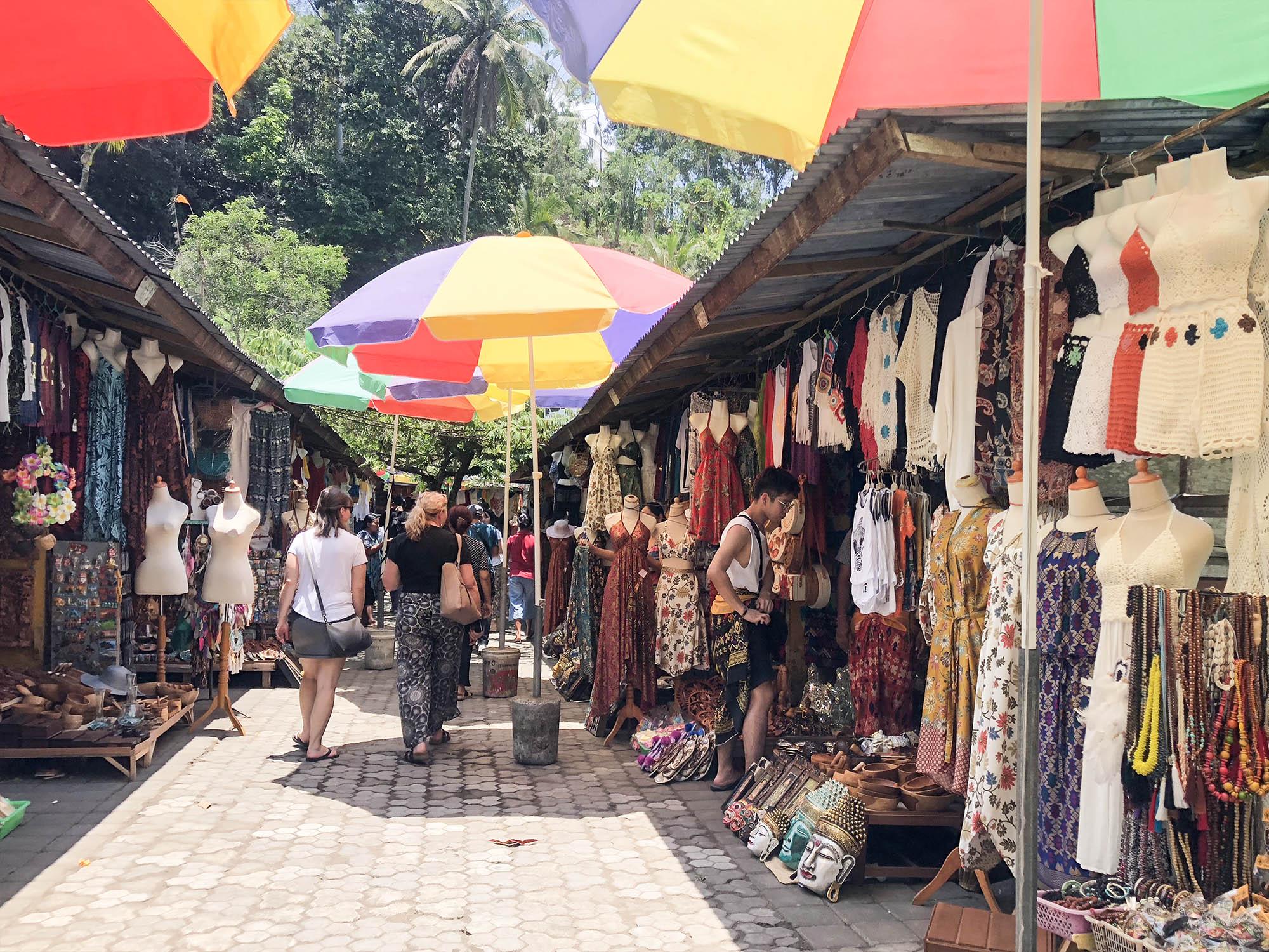 聖泉寺商店街賣衣服1