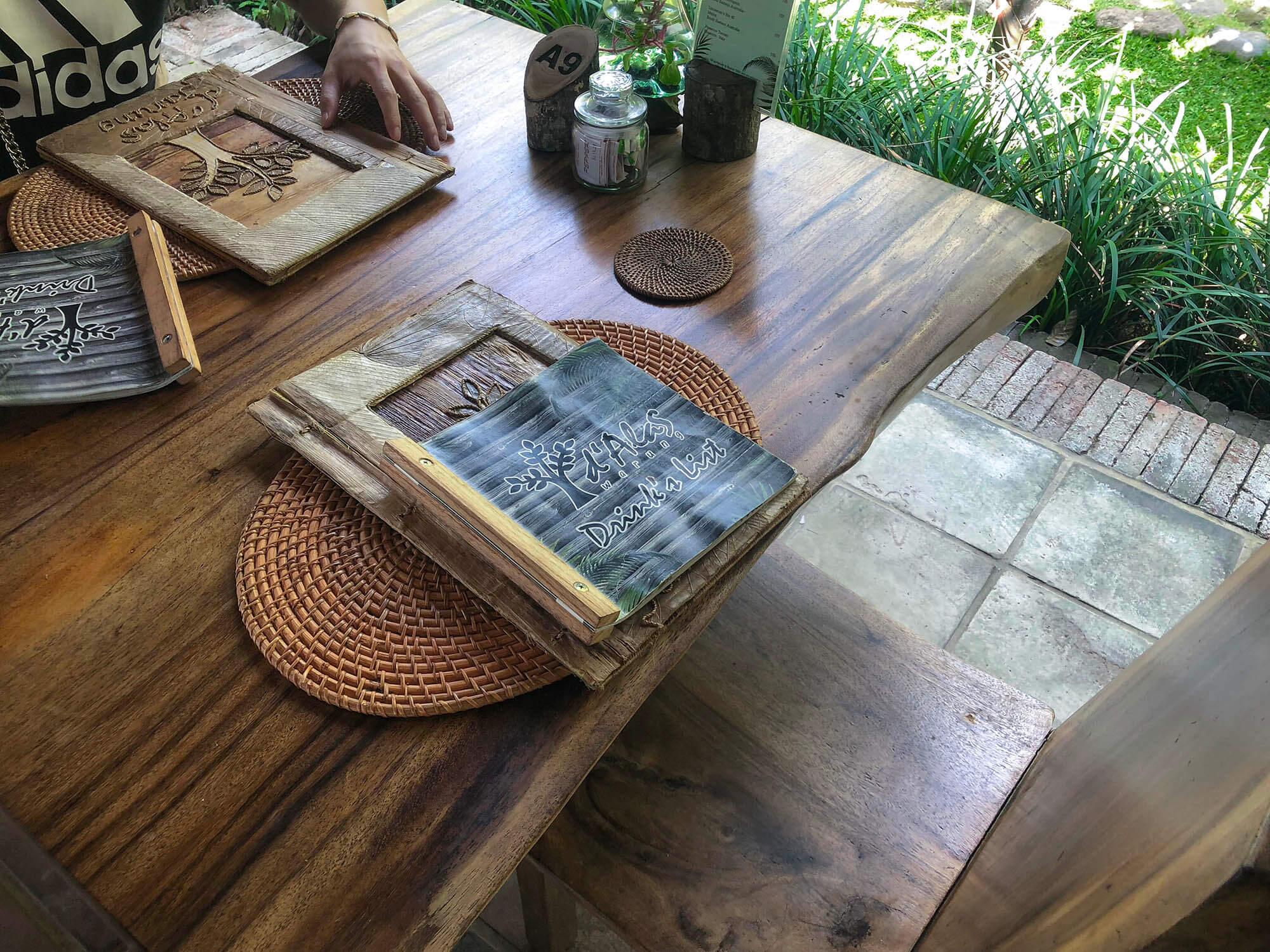dAlas餐廳內環境桌上