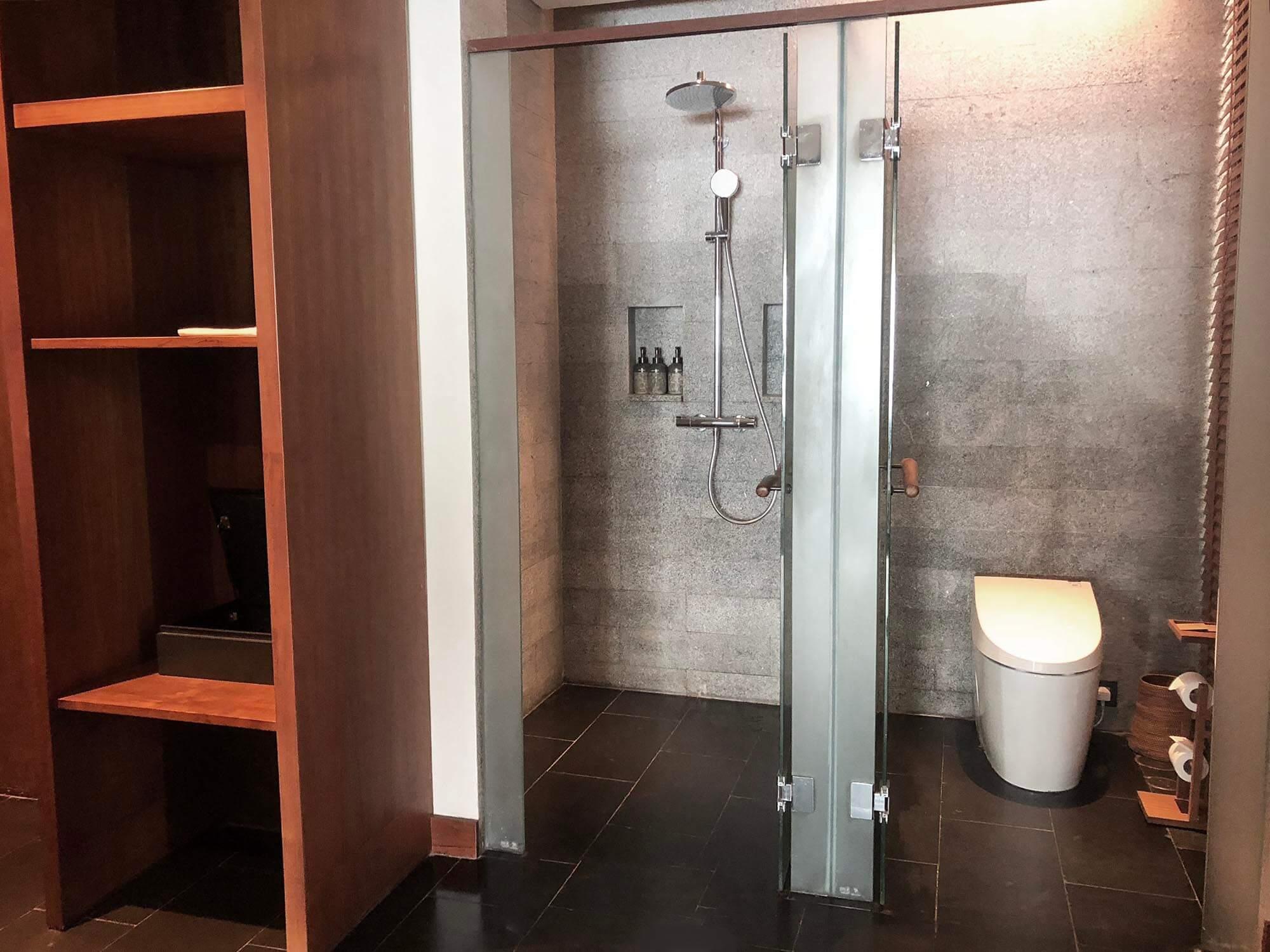 sixsense_uluwatu_skysuite_廁所