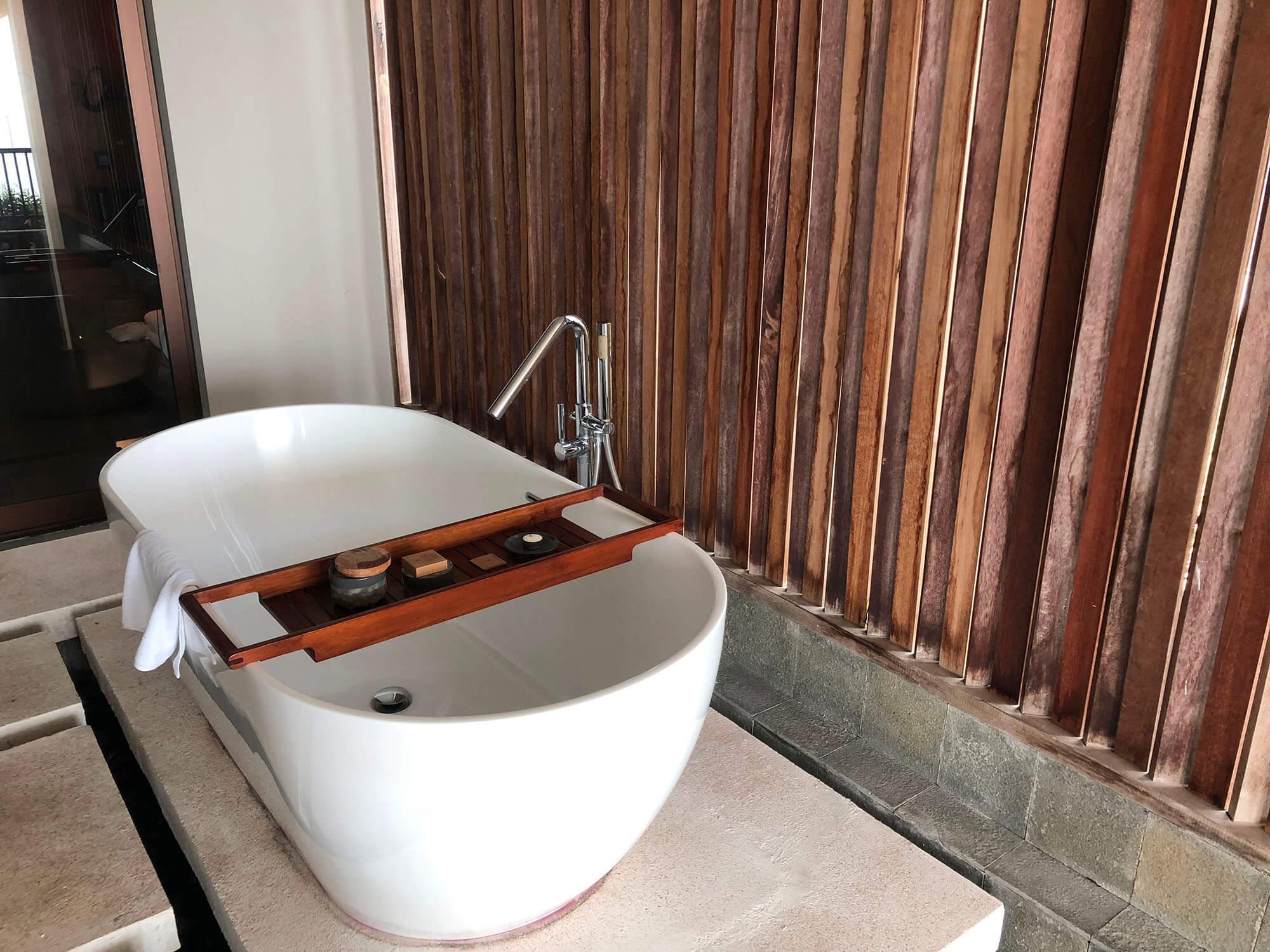 sixsense_uluwatu_skysuite_浴缸
