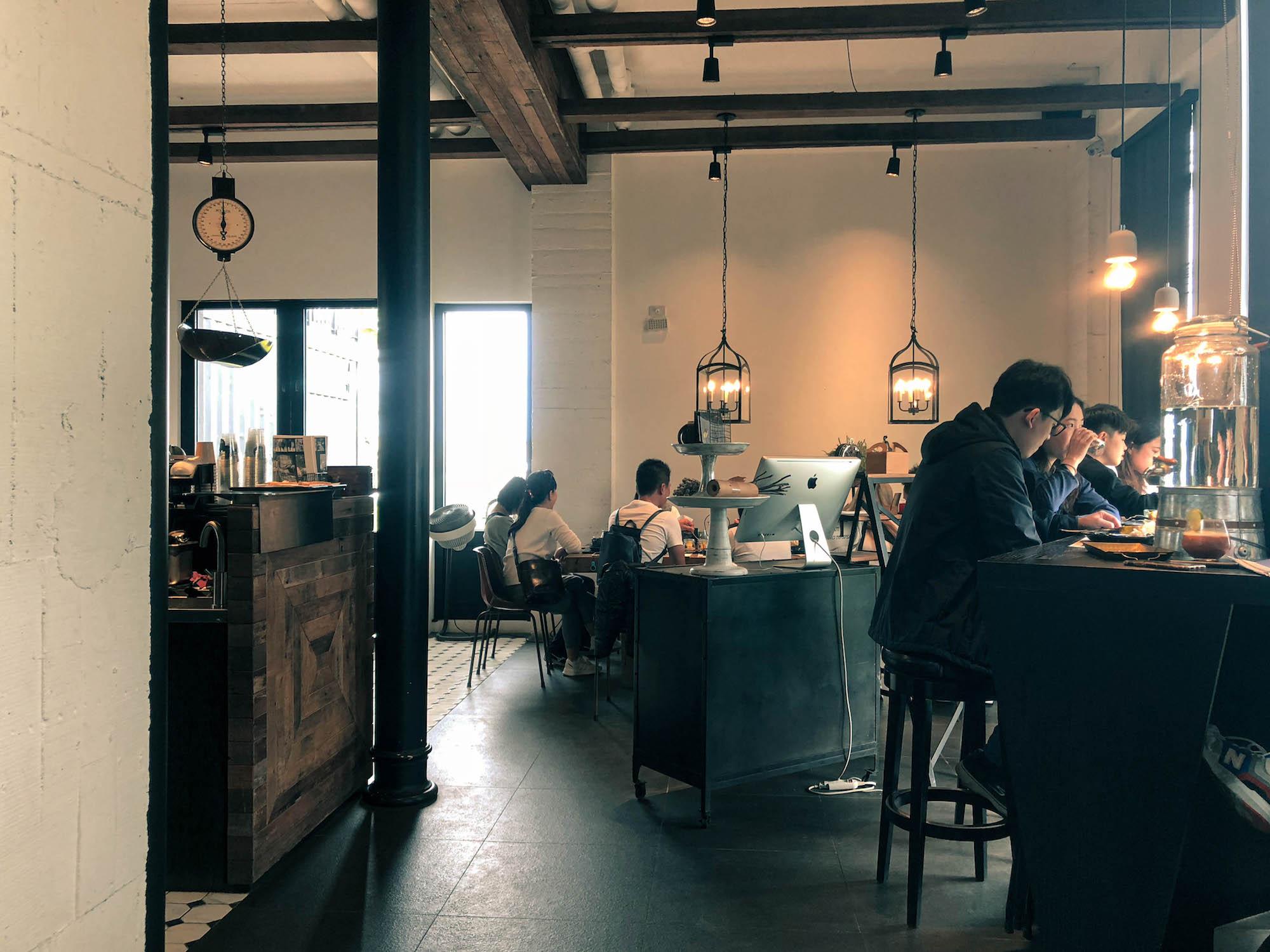 黑宅咖啡店內環境1