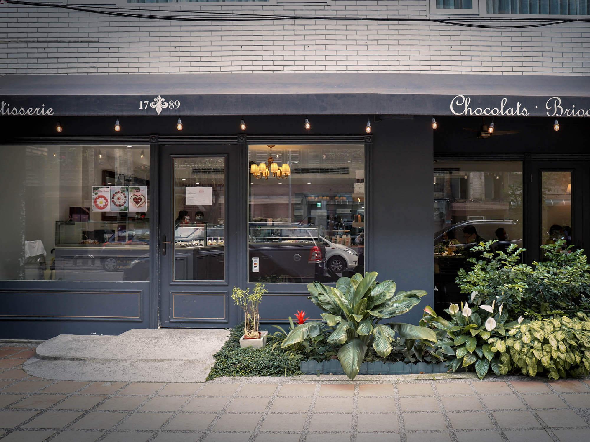 1789 Café Pâtisserie門口