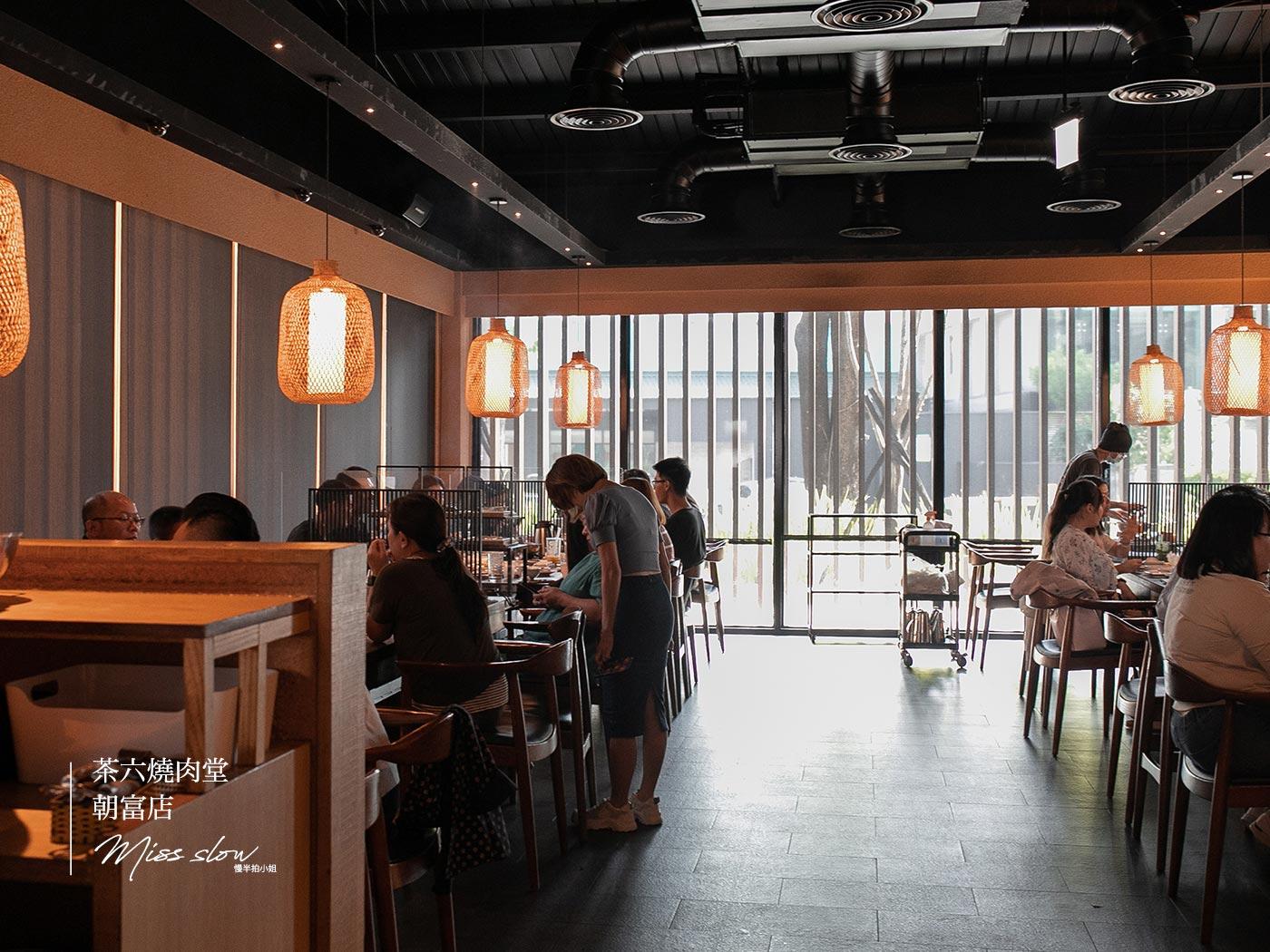 茶六朝富店 座位區