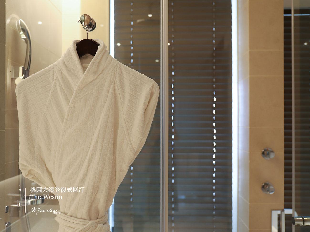 桃園大溪笠復威斯汀雙人房浴袍