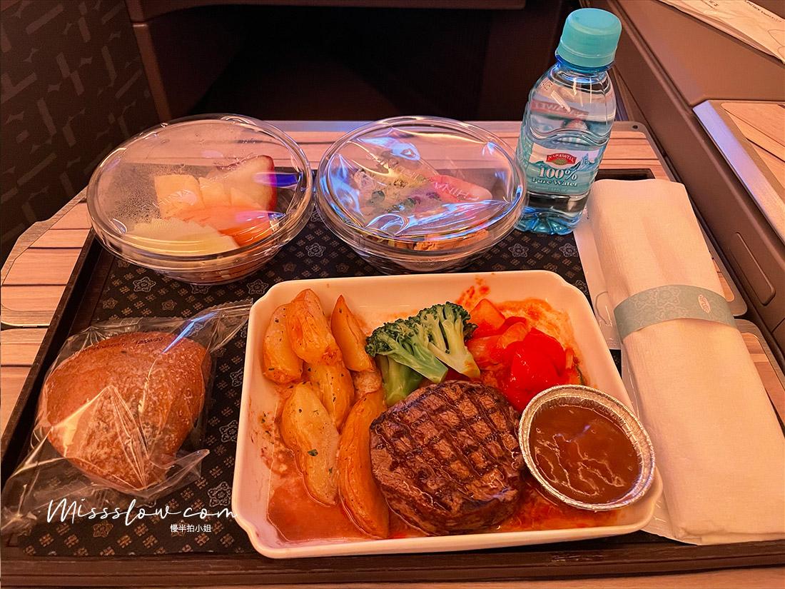 華航直飛倫敦,搭乘A350商務艙,疫情內的飛行日誌-商務艙菲力牛排