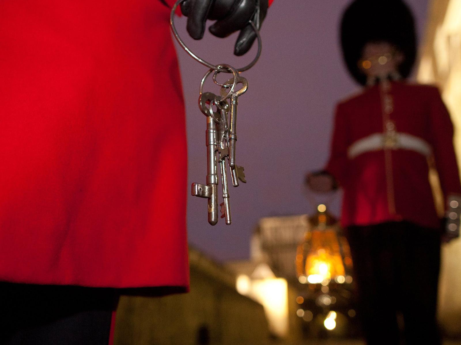 倫敦塔The Tower of London的必看重點有哪些?倫敦塔鑰匙交接儀式