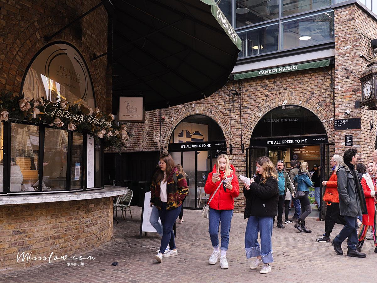 Camden Market肯頓市集內,大家也都是邊走邊吃