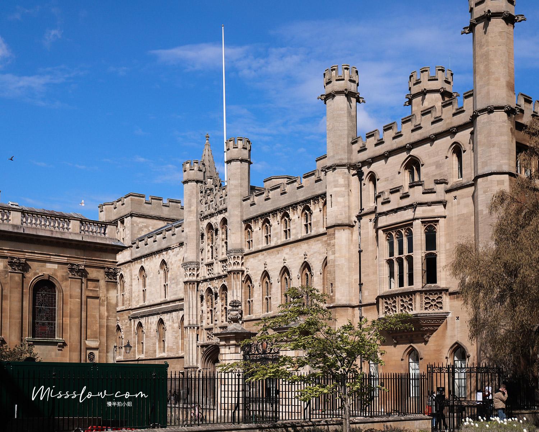 在國王學院旁邊的Clare Colleage,劍橋的建築每棟都感覺有屬於自己的悠久故事