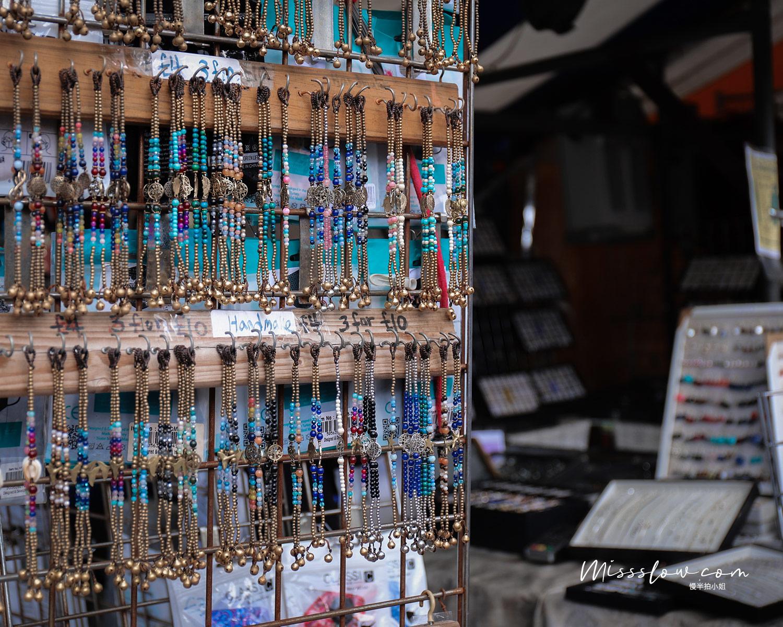 在劍橋市集內的手工藝串珠