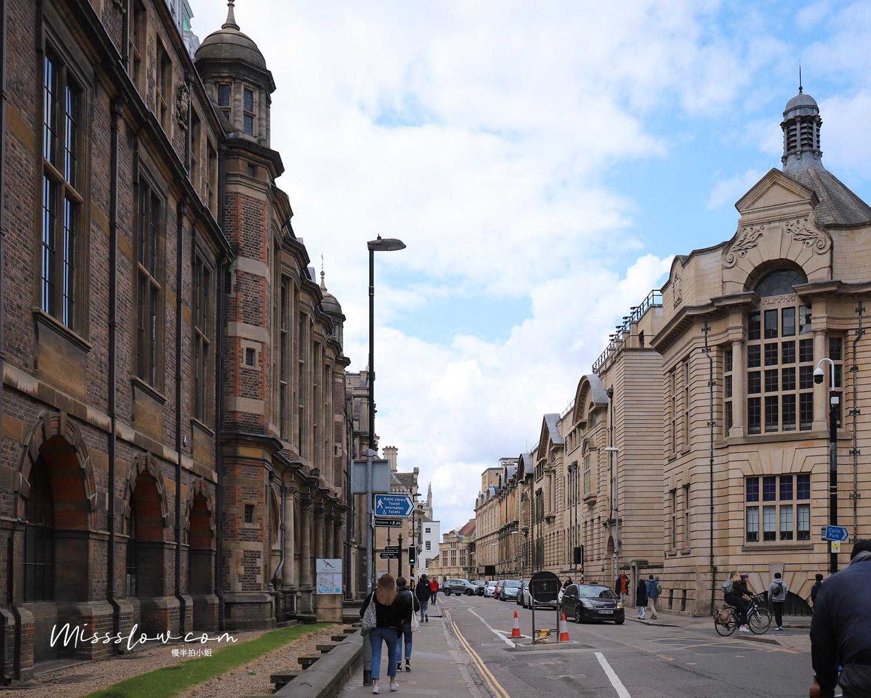 劍橋_再沿路往前走,越來越有老建築大學的感覺,就要進入劍橋學區了