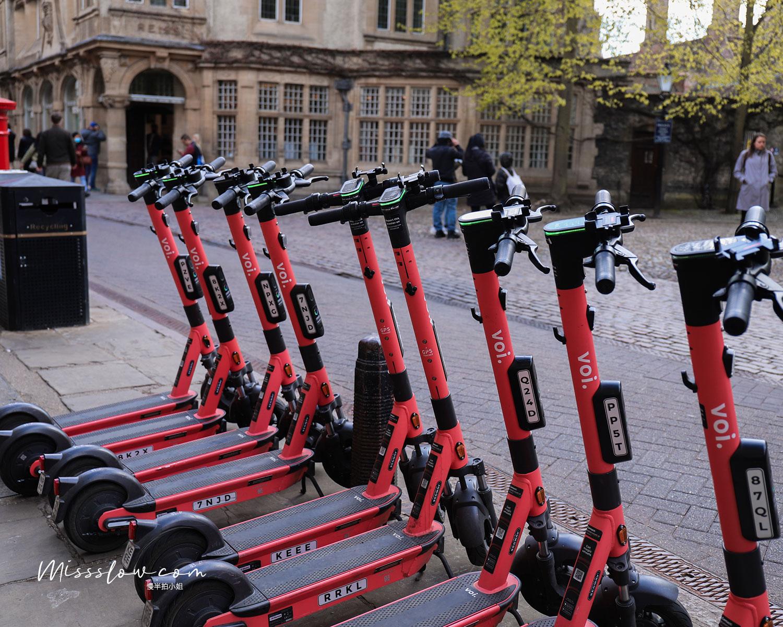 在劍橋大學先試用的共享電動滑板車,但看路上用的人滿不踴躍的,大家還是喜歡騎腳踏車。