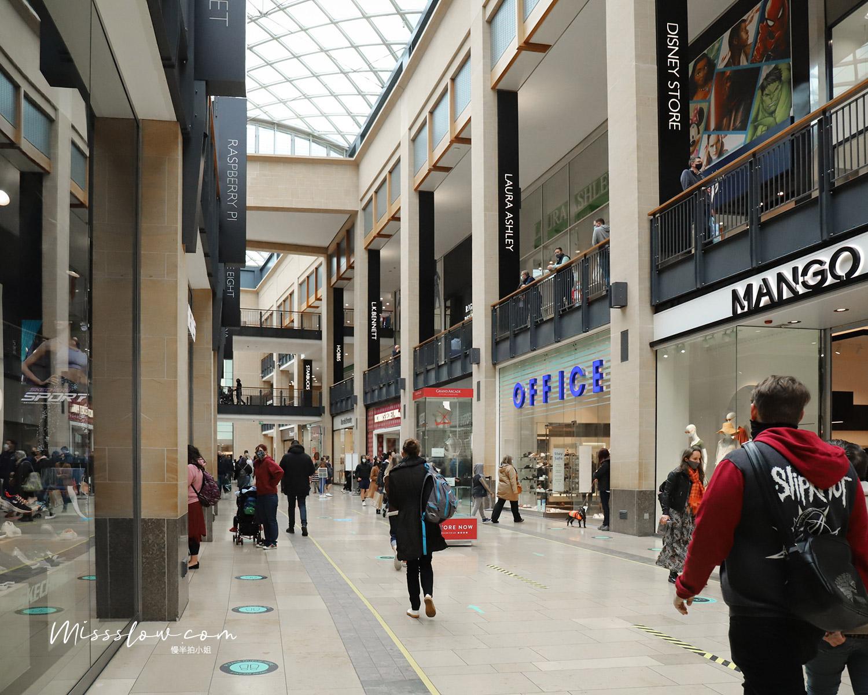 劍橋大拱門Grand arcade商店街,這個商店街就在劍橋大學旁邊,有很多衣服店、迪士尼商店、美妝香水店等~