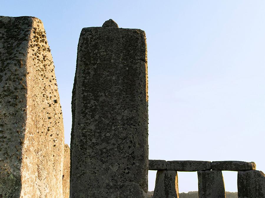 巨石陣用來搭建兩個石柱的突起卡榫
