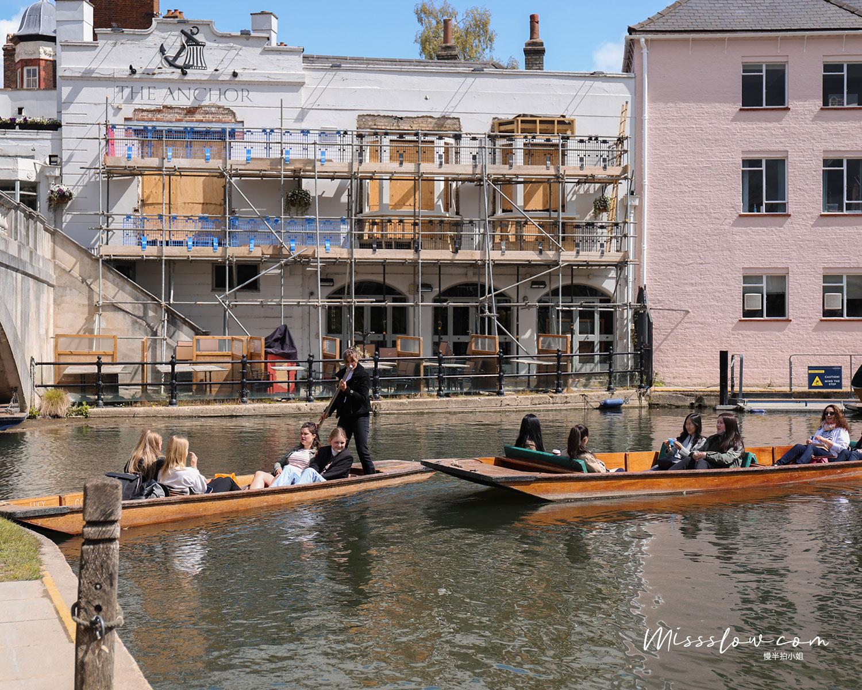 劍橋撐篙 的船身有大有小,我個人比較喜歡搭船身低一點的船,比較不會遮到風景視線。