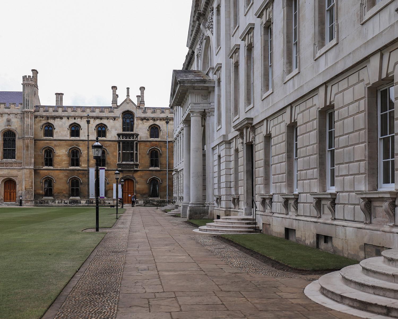 國王學院大草皮能走的區域不多,如果會影響到學生動線範圍的就會隔起來,這點我覺得劍橋規劃的滿好!